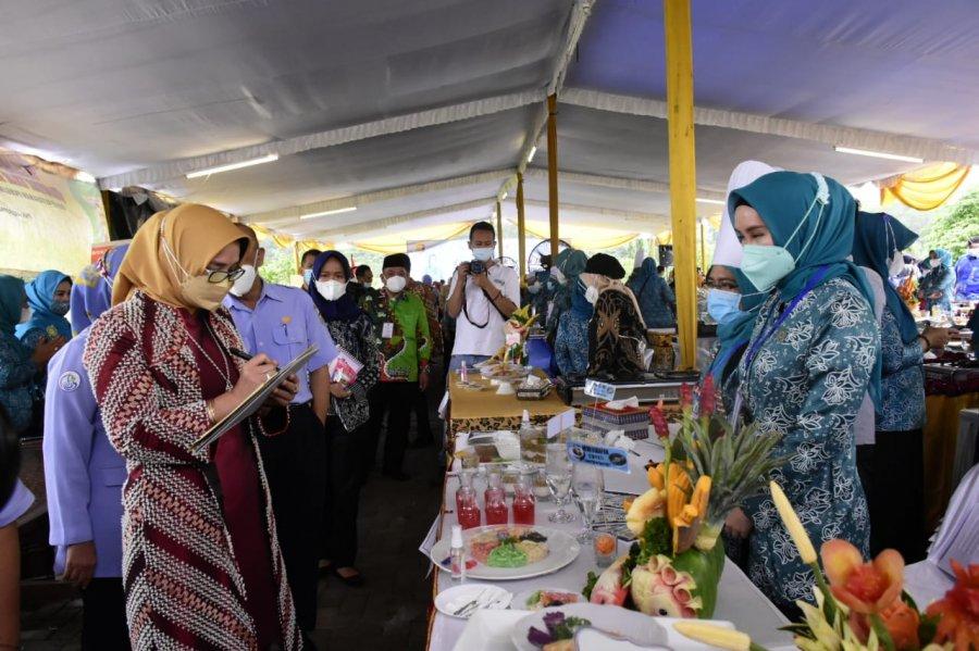 Ketua TP PKK Dessy Adipati Hadiri Lomba Masak Serba Ikan Tingkat Provinsi Lampung